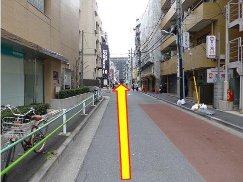 右に曲がって直線