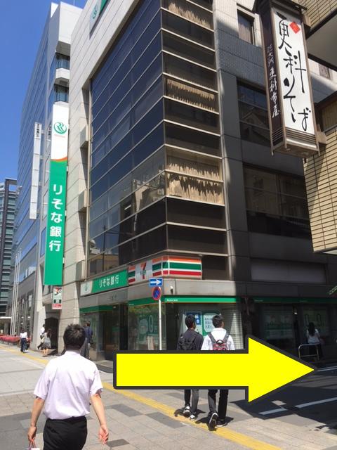 りそな銀行、セブンイレブン角を右折